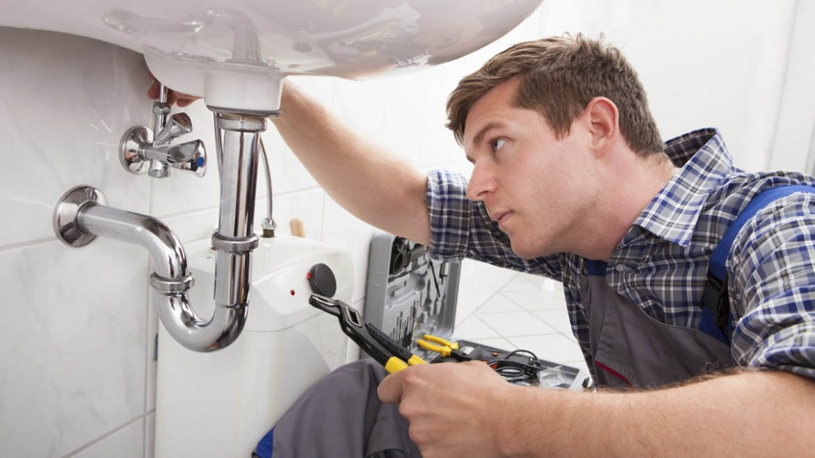 Hire a Professional Plumber to Resolve Residential Plumbing Problems
